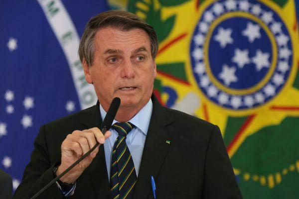 Bolsonaro continua em uma dura posição para tirar o uso obrigatório da máscara