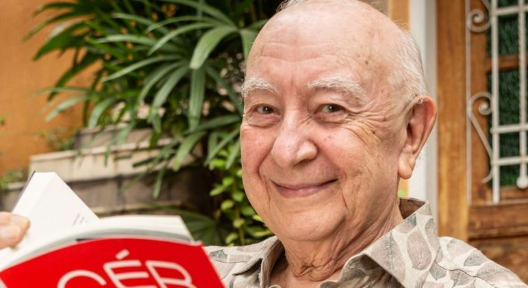 Sérgio mambertiz de 82 anos é novamente intubado na uti